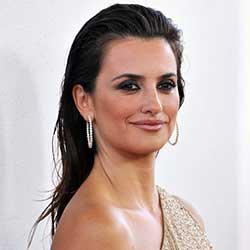 Penelope Cruz Shows Off Baby Bump-Fox News Latino