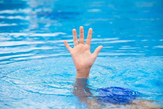 10-Ways-to-Avoid-a-Drowning-Accident-MainPhoto