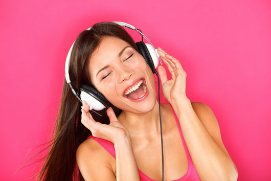 Hate-Your-Office-Job-Here-Are-10-Awesome-Internet-Radio-Sites-to-Help-You-Cope-photo2