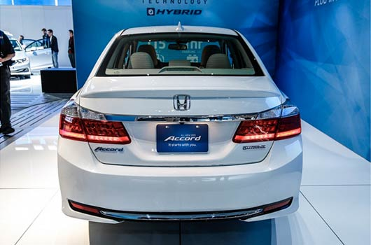 Ten-2014-Hybrid-Cars-with-Pros-and-Cons-Photo3
